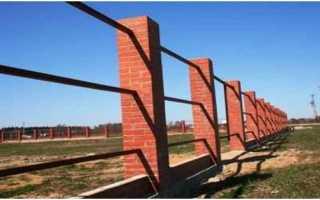 Забор из кирпичных столбов и профнастила
