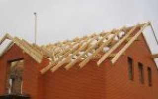 Фронтон из кирпича двухскатной крыши
