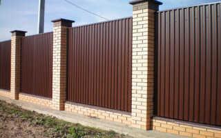 Забор кирпичные столбы
